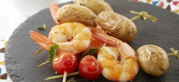 brochettes-de-ratte-du-touquet-aux-gambas-et-tomates-cerise
