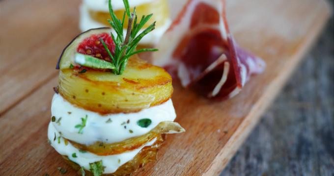 brochettes de pommes de terre au barbecue à l'italienne