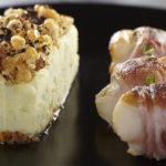Plat bistronomique par excellence : crumble de Ratte du Touquet et brochettes de Saint Jacques bardées de lard