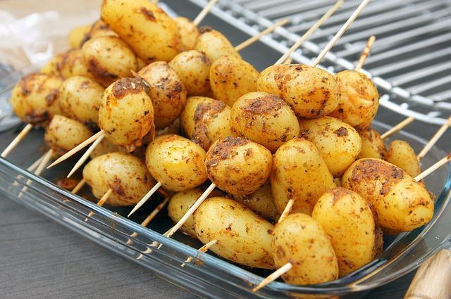 brochettes de pommes de terre au barbecue