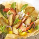 Salade croustillante de Ratte du Touquet, crevettes et jus de mangue