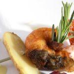Brochette de Ratte du Touquet et gambas, raisin et piment d'Espelette