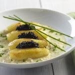 Ratte du Touquet fondantes au caviar sur coulis de poireaux